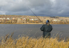 Pescador no rio Imagens de Stock