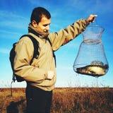 Pescador orgulhoso com prendedor fotografia de stock royalty free