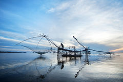 Pescador por mañana azul Foto de archivo