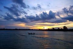 Pescador que vuelve dirigirse Imagen de archivo