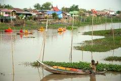 Pescador tradicional tailandês no rio Fotografia de Stock Royalty Free