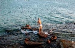 Pescador y el mar Imagen de archivo