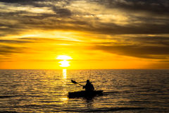 Pescador y puesta del sol Fotos de archivo