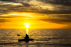 Pescador y puesta del sol Foto de archivo