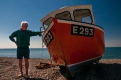 Pescador y su barco Foto de archivo libre de regalías