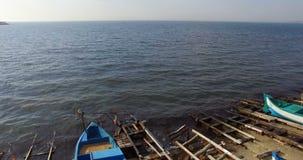 Pescadores búlgaros listos para ir al mar en Pomorie metrajes