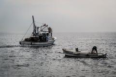 Pescadores de la ciudad de Cinarcik Fotografía de archivo
