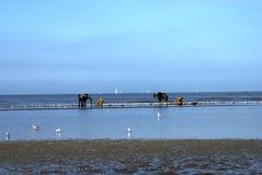 Pescadores del camarón a caballo, Oostduinkerke, Bélgica foto de archivo