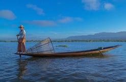 Pescadores en el amanecer del lago Inle Fotografía de archivo