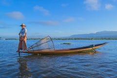 Pescadores en el amanecer del lago Inle Imagenes de archivo