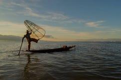 Pescadores en el amanecer del lago Inle Imágenes de archivo libres de regalías