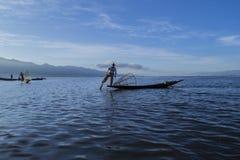 Pescadores en el amanecer del lago Inle Imagen de archivo libre de regalías