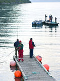 Pescadores en el embarcadero Imagen de archivo libre de regalías