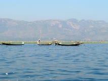 Pescadores en el lago Fotografía de archivo