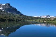 Pescadores en el lago mountain Imagen de archivo libre de regalías