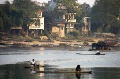 Pescadores en el río de Li en Guilin, China Imagen de archivo libre de regalías