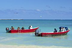 Pescadores en la costa mexicana, Playa del Carmen Imagen de archivo