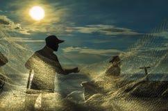 Pescadores en la malla de la mañana siniestra Foto de archivo libre de regalías