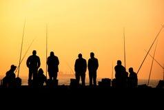 Pescadores en la silueta de la salida del sol Imágenes de archivo libres de regalías