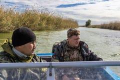 Pescadores en un barco Imagen de archivo libre de regalías