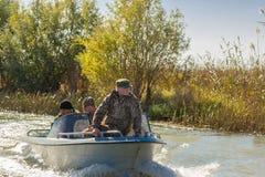 Pescadores en un barco Foto de archivo libre de regalías