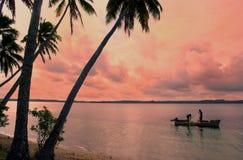 Pescadores locales en un barco, isla de Ofu, Tonga Fotografía de archivo