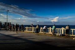 Pescadores na ponte Imagens de Stock