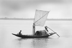 Pescadores no barco fotos de stock royalty free