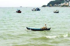 Pescadores no barco Imagens de Stock Royalty Free