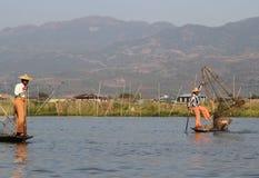 Pescadores no lago Inle Fotos de Stock Royalty Free