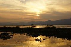 Pescadores no lago Inle em Myanmar (Burma) foto de stock