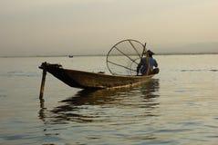 Pescadores no lago Inle em Myanmar (Burma) imagens de stock