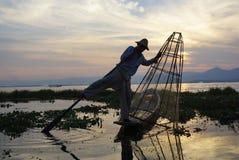 Pescadores no lago Inle em Myanmar (Burma) imagem de stock