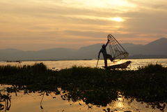 Pescadores no lago Inle em Myanmar (Burma) foto de stock royalty free