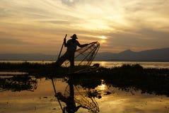 Pescadores no lago Inle em Myanmar (Burma) imagens de stock royalty free
