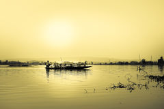 Pescadores no lago NongLuang no chiangrai, Tailândia Fotos de Stock