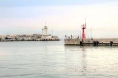Pescadores no quebra-mar Fotografia de Stock Royalty Free