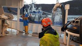 Pescadores no trabalho no mar imagens de stock royalty free