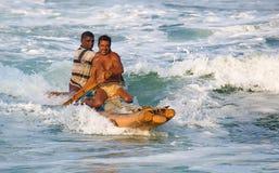 Pescadores que vuelven a casa del mar Imágenes de archivo libres de regalías