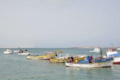 Pescadores que vuelven en la boa Vista, Cabo Verde Imagen de archivo