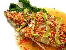 Pescados cocidos al vapor con la salsa del limón y de chiles Fotografía de archivo libre de regalías