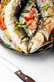 Pescados cocidos en una cacerola fotografía de archivo libre de regalías