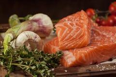 Pescados con las verduras y la especia foto de archivo libre de regalías
