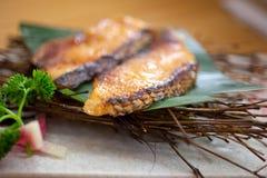 Pescados de bacalao asados teppanyaki del estilo japonés Fotografía de archivo libre de regalías