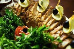 Pescados de Gefilte, pescados de Gefilte en el primer de la placa Delicioso relleno fotografía de archivo libre de regalías