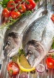 Pescados de la brema de mar en una parrilla Foto de archivo libre de regalías