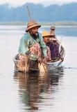 Pescados de la captura de los pescadores Foto de archivo libre de regalías