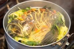 Pescados de la serpiente con las verduras cocidas al vapor Fotografía de archivo
