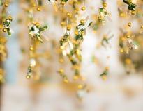 Pescados de oro que tejen como fondo Fotografía de archivo libre de regalías