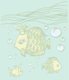 Pescados del oro con una corona en el ambiente del mar Fotos de archivo libres de regalías
